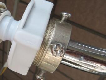 洗濯機の給水ホースを接続するときに必要な元口は強い水圧にも耐えている。街の屋根やさん宝塚店
