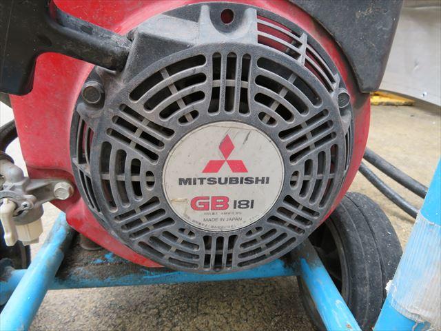 6.3馬力のエンジンで噴出される高圧洗浄水は、古い塗膜、こびりついた汚れ、汚泥や苔、カビを全部剥がして洗い流す