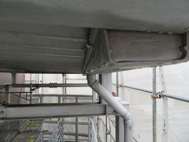 軒樋は竪樋の位置が最も低くなるように水勾配をつけて設置される
