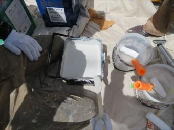 ターペン希釈形1液エポキシさび止め塗料ザウルスEXⅡを塗料用シンナーAで希釈する
