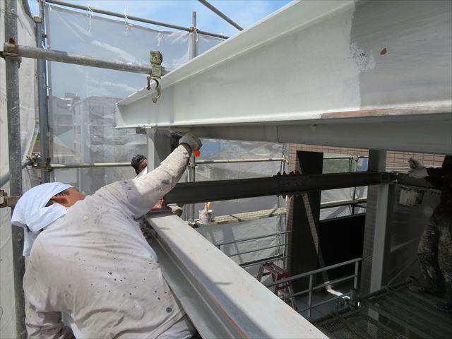 塗装対象物の裏側や見えない部分でも表面張力や毛細管現象による浸水があるので、手を抜かず塗る必要がある