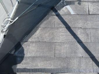屋根塗装は、屋根の端部から先に塗って行き、次にローラーで平部を一気に塗って行く