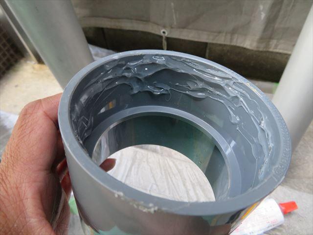 固定継ぎ手の一方だけに接着剤を塗布する