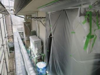 塗装作業を開始する前には、もう一度養生テープやマスカー、シートが浮き上がっていないかを確認する