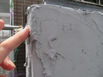 MEベースが乾燥硬化するとALCと一体化する。弾力性を保つので、さらにその上からタイルが張り付けられても、揺れエネルギーを弾力性が吸収する。