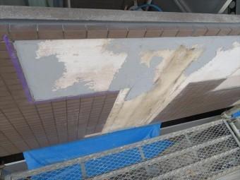 下地の凹凸が深い場所は、MEベースを5mm以下の塗り厚とし、2回に分けて仕上げる。