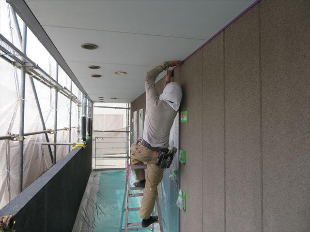 共用廊下玄関外壁もALC塗装仕上げになっている
