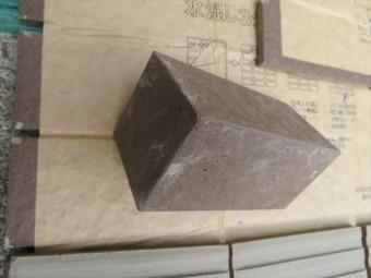 外壁タイルの最頂部の角部はボックスと言う役物タイルで三方向の直角部分が仕上げられる