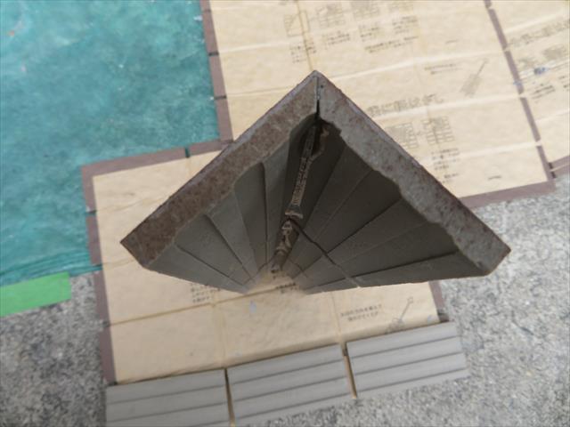 外壁タイルの最頂部はマグサと言う役物タイルで直角部分が仕上げられる
