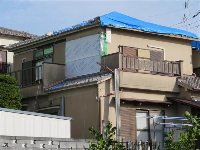 高槻市で震災風災の二重被害に遭い屋根、外壁左官塗装、雨どい、アンテナ工事が必要になったお宅の外装工事がすべて完了した