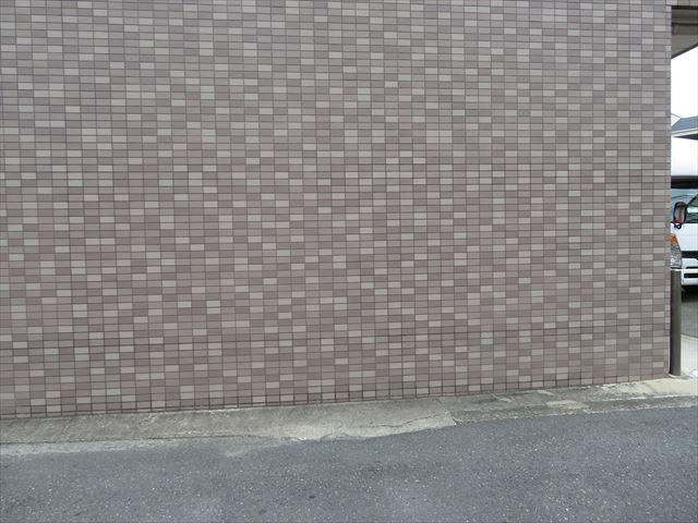 モザイクタイルの外壁建物は圧倒的に茶色系統が多い