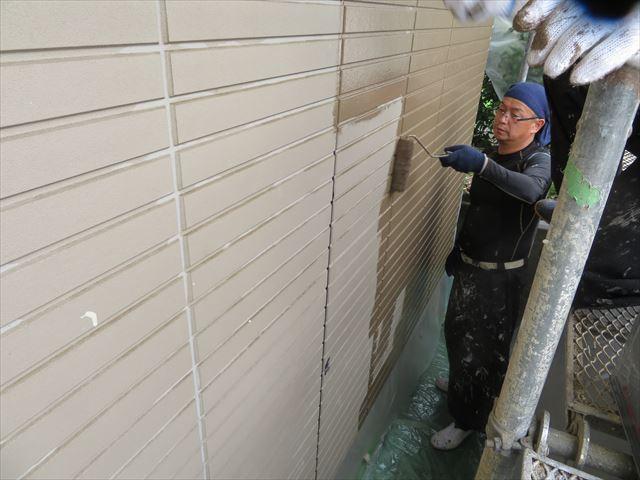 プライマーとの密着性を感じ取りながら適切な塗料の塗布量が解る