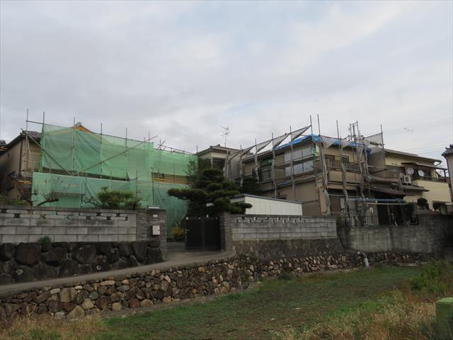 このお宅は南側に正面を配する建て方になっています。そして一番大きな特徴は、南側と西側が大きく吹き抜けています。