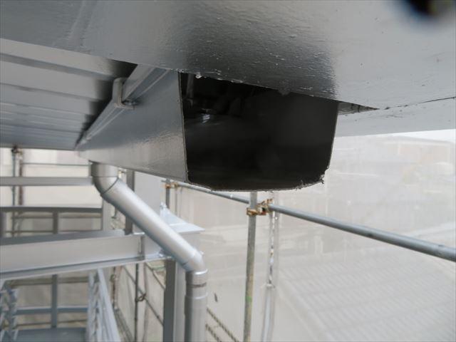 ハンドソーでは中々切れなかった軒樋はBOSCHのマルチツールで一瞬で切断された