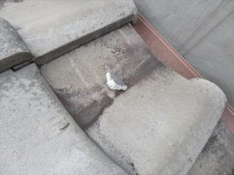 高槻市で隣家の瓦が飛んできて軒先マンジュウ瓦が割れてしまっていた屋根の修理工事が完了した。