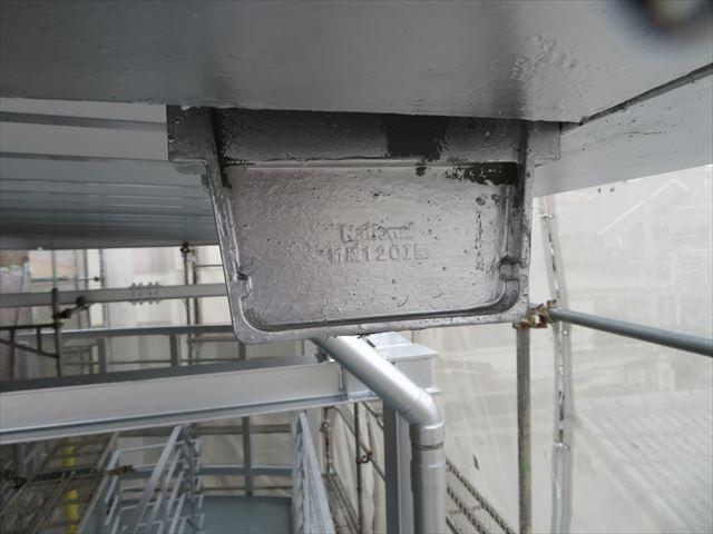 廃番になっていた止めは生け捕りして、再設置することで軒樋の工事が不要になった
