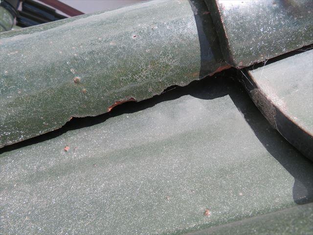 屋根瓦の端部や下端がまず凍て割れ、凍み割れを起こす