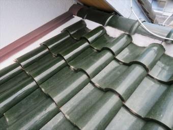 中央屋根の北側面戸漆喰は異常なしだが屋根の重なり部分の奥にある面戸漆喰が2箇所欠損している