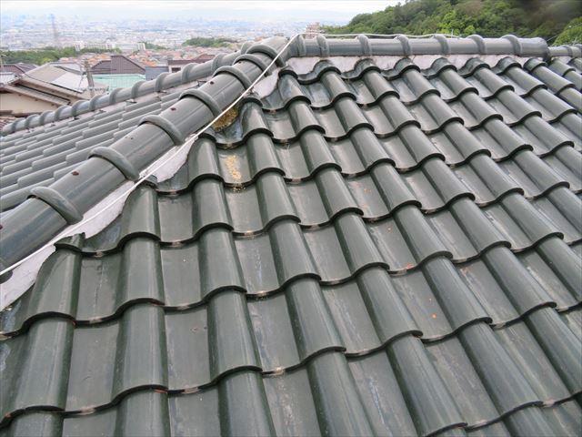 寄棟屋根は棟の長さも長くなりますので、面戸漆喰の異常個所が多くなるのは自然な事