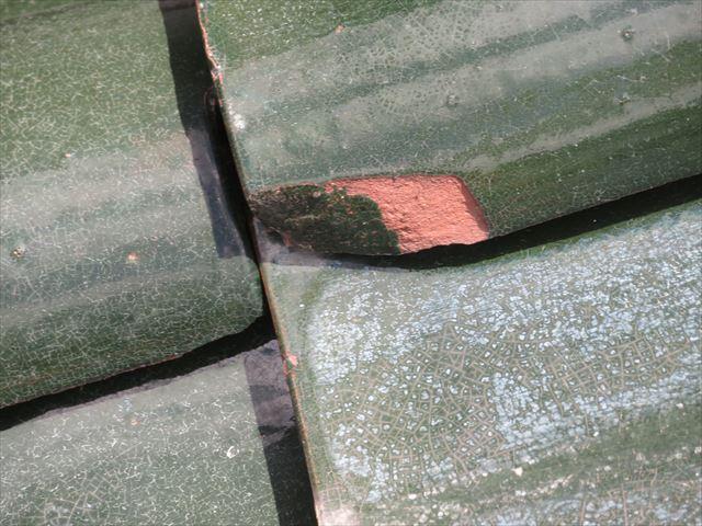 施釉瓦でも端部が凍て割れしてしまう原因は裏側に回った水分が端緒になって割れていく