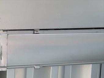 雨どい(軒樋)の吊り金具を修正する事で、雨どい(軒樋)の端部(耳)とH型鋼の干渉状態が解消した