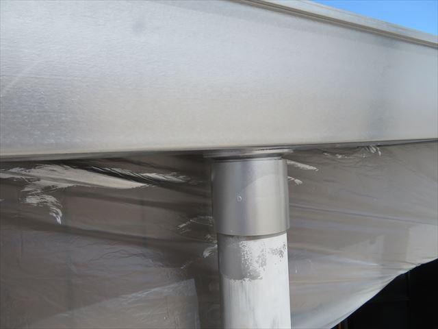 軒樋と竪樋の接続箇所に集水器が使われていないNational製のアイアンシリーズ