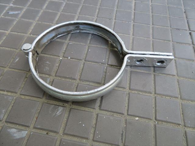 デンデンと呼ばれる竪樋(雨どい)固定用金具はデンデン太鼓に似ているからそう呼ばれると言うのが有力な俗説