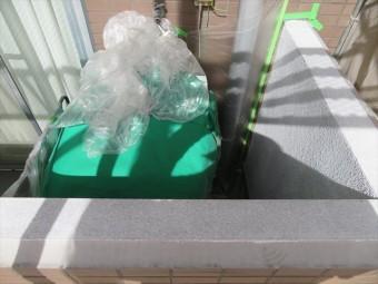 外壁タイルと外壁本体の干渉目地に打設したコーキング剤にも微弾性フィラーを塗布する