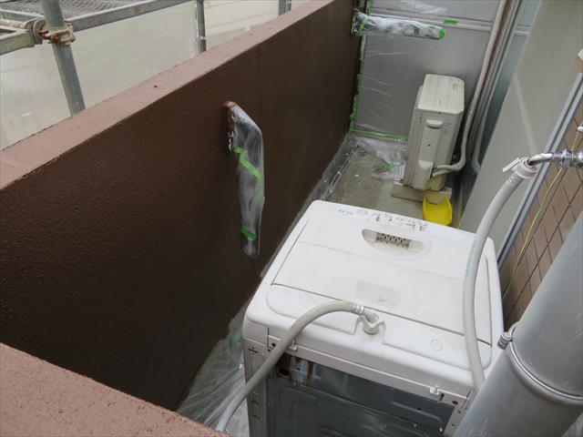 防水工事前には、洗濯機や選択物干し、ホースリールなど移動可能なものは事前に撤去しておく