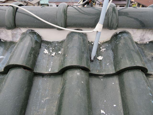 S瓦屋根の大棟には熨斗瓦が使用されていない事から、面戸面積が広く漆喰の使用量も格段に多い