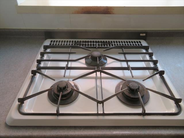 キッチンを焦がしてしまうのは注意義務を欠いた故意または過失に当たり、原状回復義務を負う