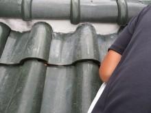丁寧に時間をかけて左官された漆喰は棟内部の葺き土としっかりと密着します