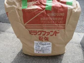 ミラクファンドはアクリルカチオン系モルタルで、混和液を配合してモルタルやコンクリート土間の下地調整に使用する