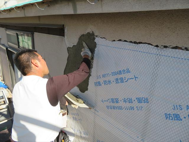 左官で塗り込むモルタルは厚塗りは厳禁で、薄塗りを繰り返して仕上げる方が強いモルタル外壁が仕上がります。