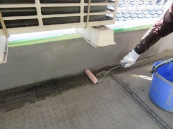 防水工事のカバー工法は屋根や外壁、屋上、陸屋根などで現在盛んに採用されている工事方法で、今までの状態をそのままに次の防水工事を行う事です。