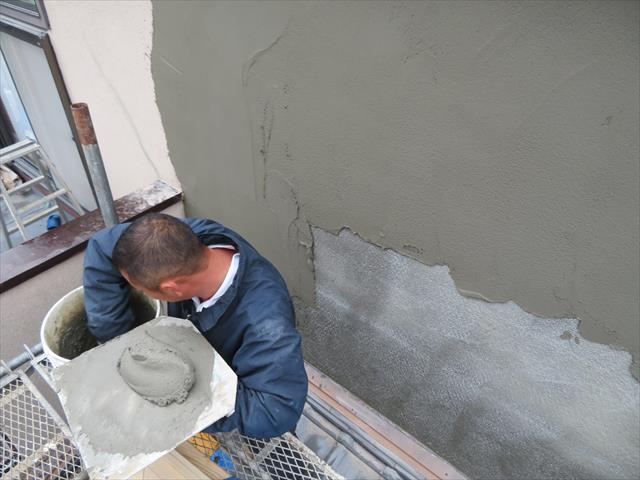 モルタル外壁は1度に厚塗りせず2度に分けて仕上げるべき理由があります。