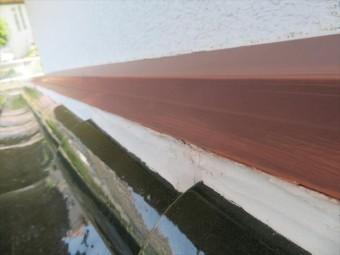 正常な雨押え板金は、漆喰も健常な白い色をしている