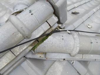 屋根の雨漏りしやすい場所は、継ぎ目や谷部分です。大棟と降り棟の継ぎ目も最有力候補箇所です。