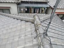 高槻市で大阪北部地震の被害を受けた瓦屋根のお宅は、2面の台形と2面の三角形の屋根面で構成される寄棟屋根です。