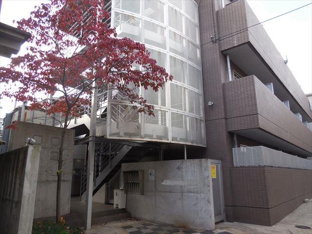 重量鉄骨造マンションの共用階段は外階段構造の鉄部塗装対象になる