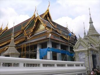 タイの首都バンコクにあるワットポーは天然スレート屋根材で葺かれた美しい寺院