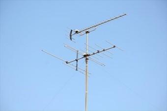 大屋根に設置されたテレビアンテナは魚の骨(フィッシュボーン)のような形状で、両手を広げるように電波を拾うが、も売れるな強風に煽られると、倒壊する場合がある。