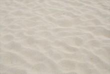 セメントに砂が混ぜられるとモルタルが出来上がります