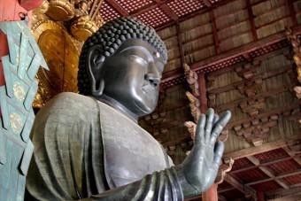 めっきの技術は大陸からの仏教の伝来に伴って伝えられ、東大寺の大仏様の金化粧が日本でのめっきの始まりとされている
