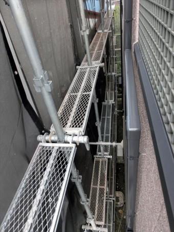 足場は屋根工事、外壁工事の工事品質を保つ、挙げるためにも必ず必要な仮設設備