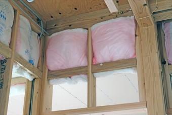 熱の伝わり具合をより効果的にしようとする対策が断熱材の設置