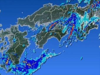 台風3号は日本の南海上において未だ熱帯低気圧であり中心気圧も1002hPa程度である事から、強風は吹きにくいとの報道に納得できます。