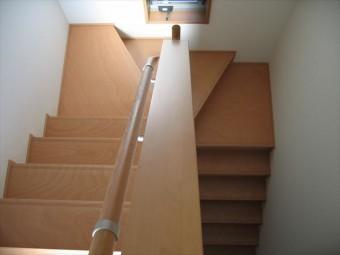 階段手すりの頂部も天端ですが、天端に不具合があっても家の中なので雨漏りはしません。