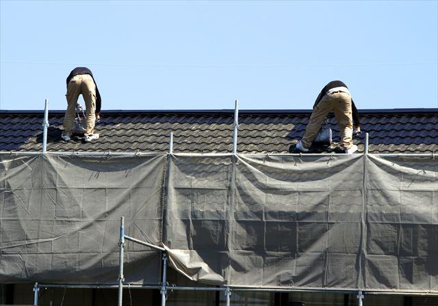 屋根塗装で紫外線を遮断して屋根材を紫外線劣化から守ることがアスファルトシングルをはじめ多くの屋根材を保護することができます