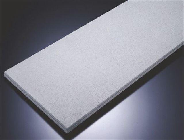 ALCボードとは、珪石、セメント、生石灰、石膏、アルミニウムなどの成分を凝固させて焼成した建築資材で、その風合いはさながら軽石のようです